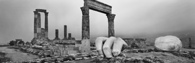 Josef Koudelka, Herkulov tempelj. Citadela v Amanu / Jabal al-Qal'a, Jordanija. 2012. © Josef Koudelka / Magnum Photos