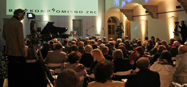 Opening week of Photonic Moments 2014 2. 6. – 7. 6. 2014 – Atrij ZRC / LP bar, Ljubljana